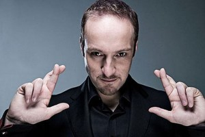 derren-brown-infamous-crossed-fingers